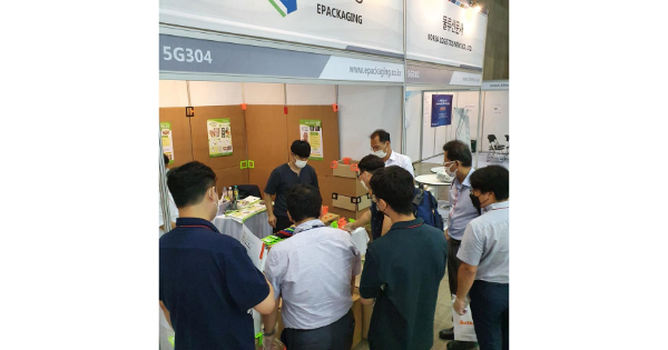 Box Latch - Closing boxes without tape. Seoul, Korea trade show.